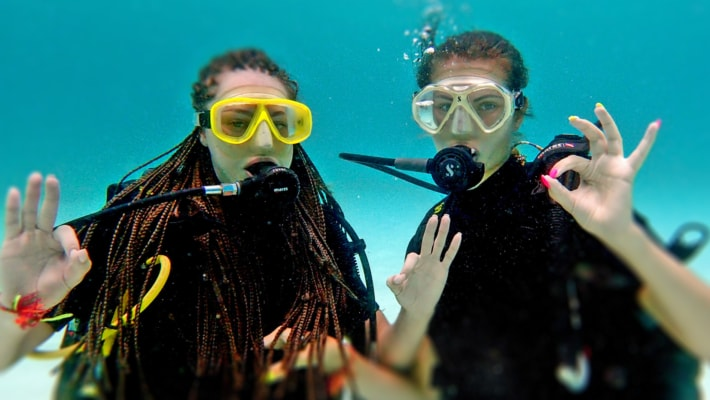Стоимость: 3 900 Бат Хотите ощутить состояние невесомости и открыть для себя волшебство подводного мира, но не решаетесь пойти на курсы или просто нет времени? Программа PADI Discover Scuba Diving именно для Вас!