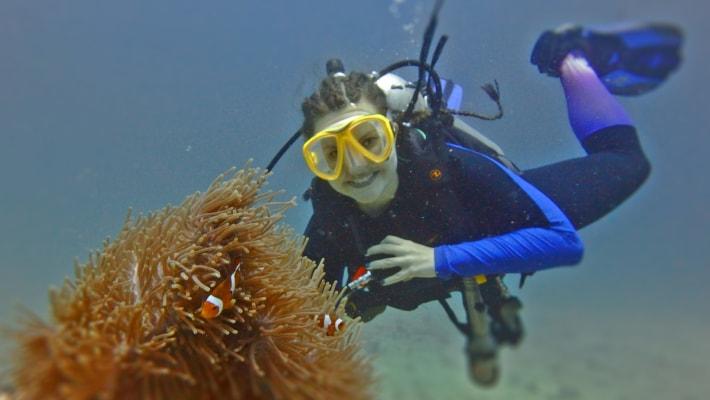 Стоимость: от 3 400 Бат Вы сертифицированный дайвер? У Вас есть опыт погружений и желание увидеть что-то новое? FUN diving с клубом DIVER STARS откроет для Вас удивительный мир Андаманского моря. На большом специализированном дайверском корабле мы отправимся к живописным островам, расположенным недалеко от острова Пхукет.